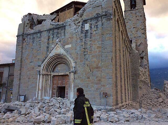 iglesia_st_agutin_italia_terremoto_2016cqn4ne0xyaa6rim